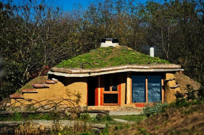 6-clay-houses-showing-conversion-of-soil-into-sustainable-habitats_4