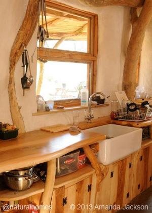strawbale-roundhouse10