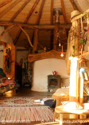 strawbale-roundhouse11